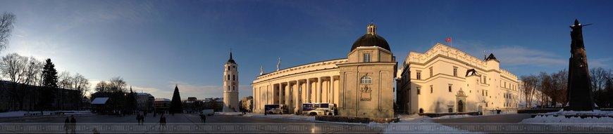 Панорама кафедрального собора в Вильнюсе