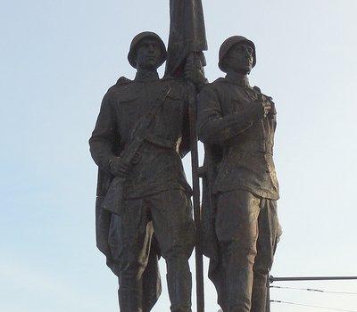 Скульптура На страже мира на Зелёном мосту Вильнюс