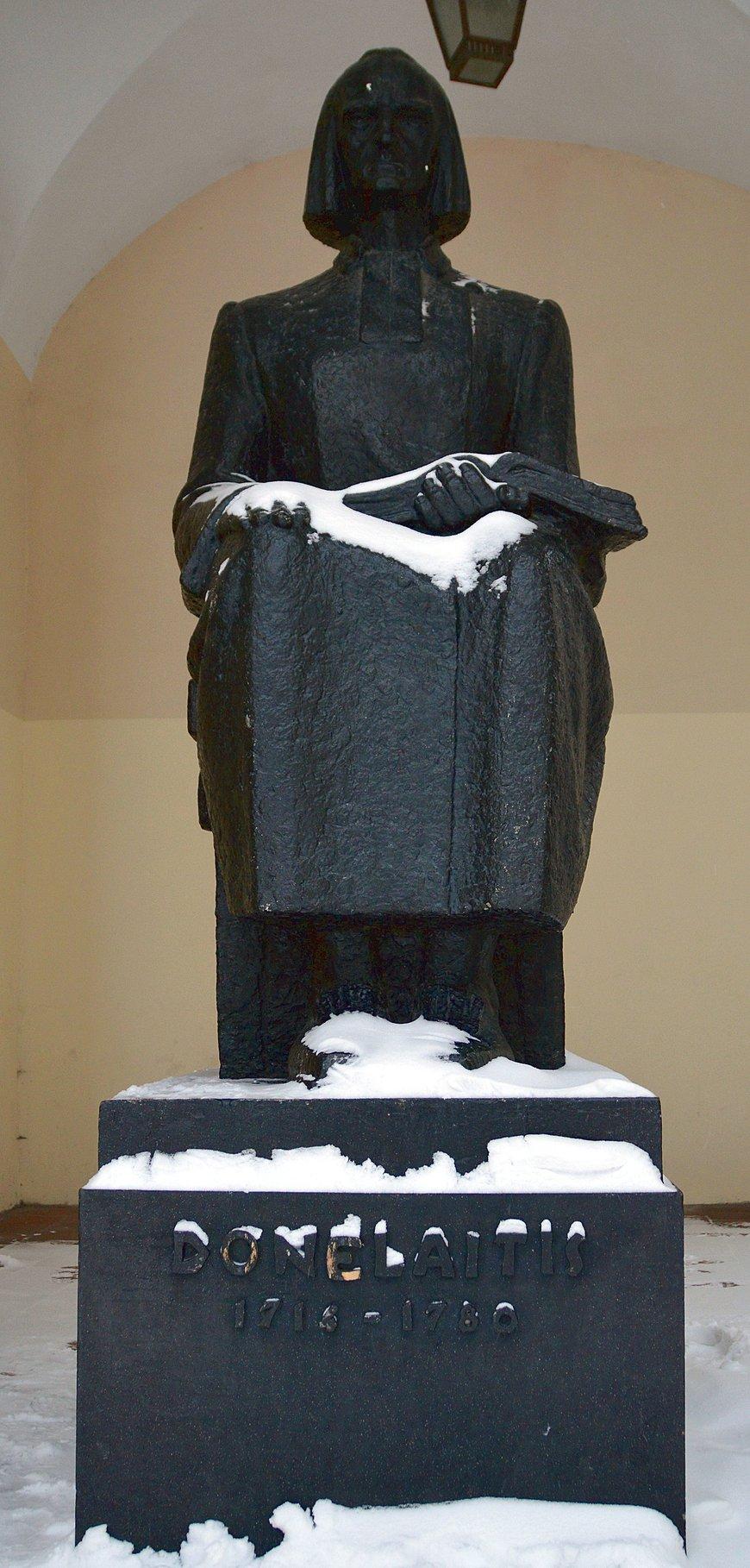 Памятник Кристионасу Донелайтису, Вильнюс