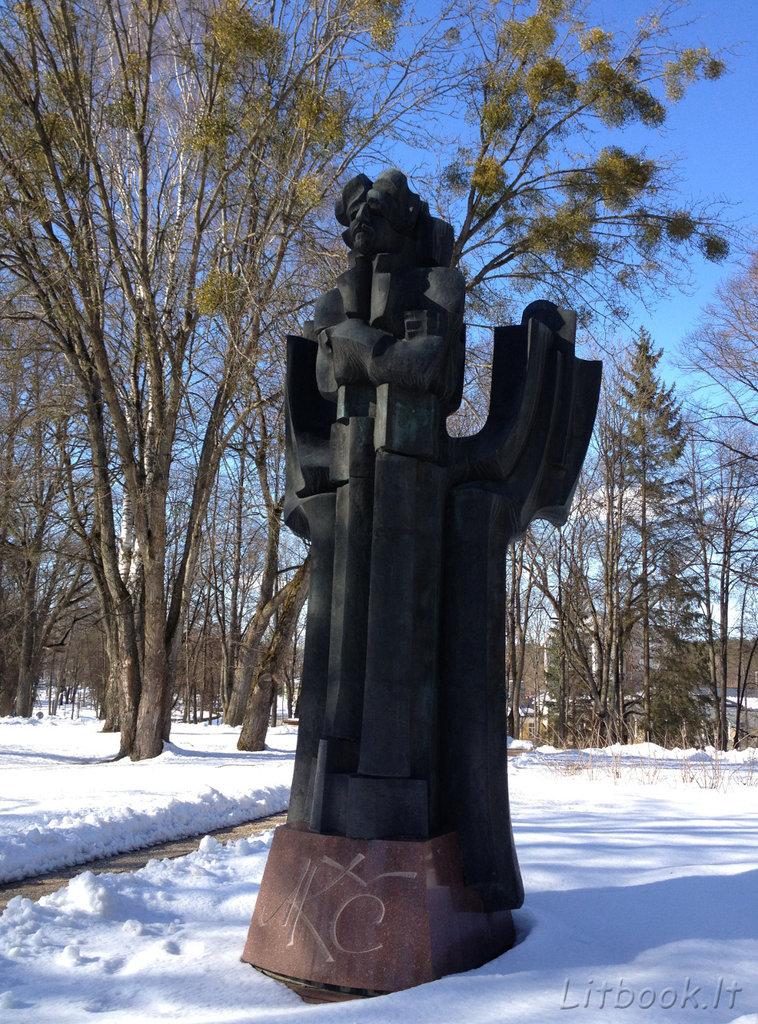 Памятник Константинасу Чюрленису