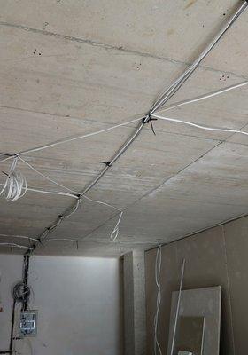 Новостройка Литвы - ровные потолки в комнате