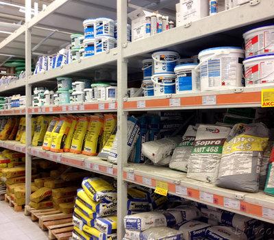 Ассортимент товаров в Senukai - сухие строительные смеси