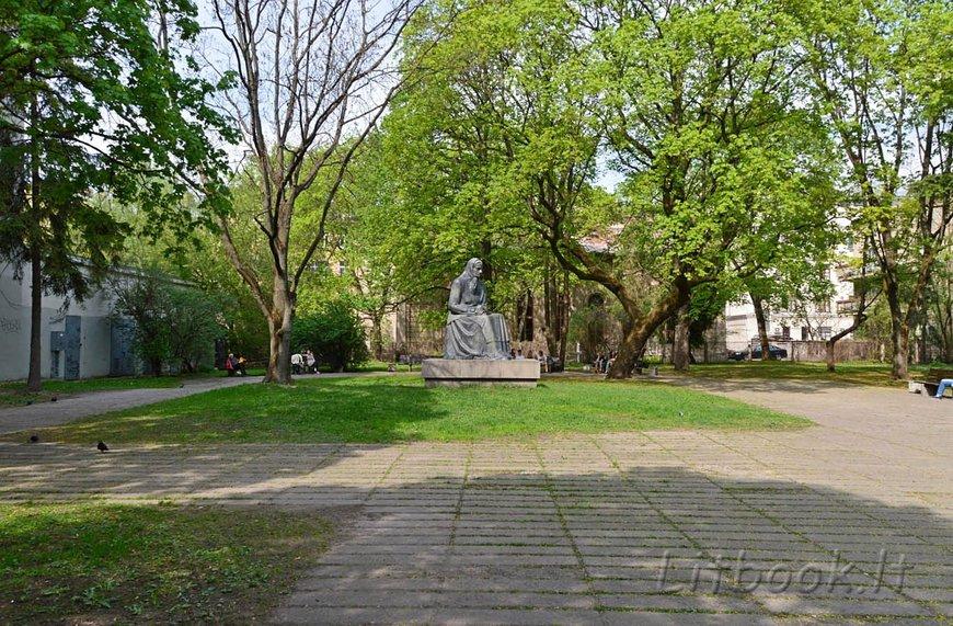 Памятник Юлии Жемайте в Вильнюсе