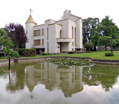 Здание администрации Кернаве, Литва