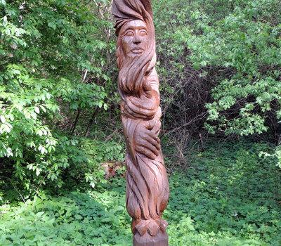 резная деревянная Литовская скульптура