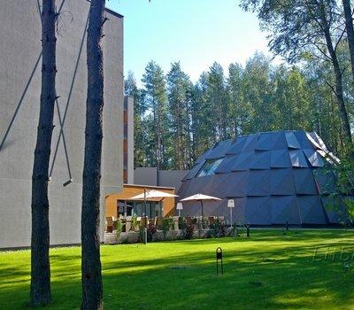 Полукруглый купол - это и есть водно-банный комплекс