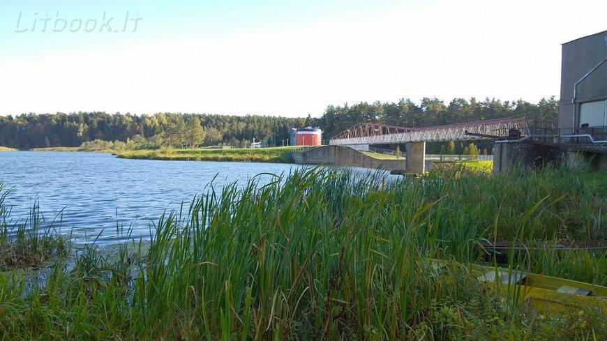 Плотина через реку Швянтойи
