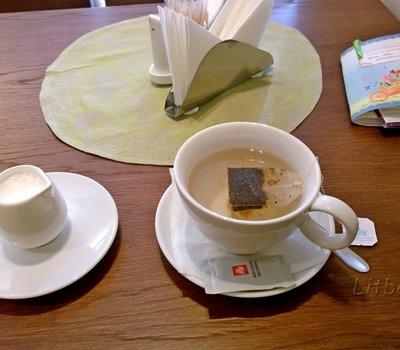 Чай черный с молоком