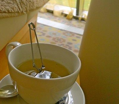 Травяной чай в ситечке-заварничке