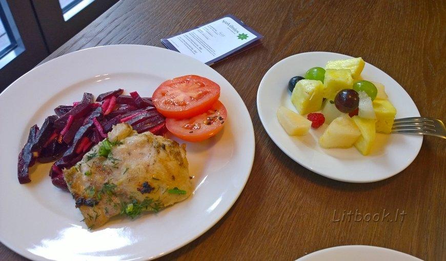 Свекольный салат, курица, фруктовая нарезка