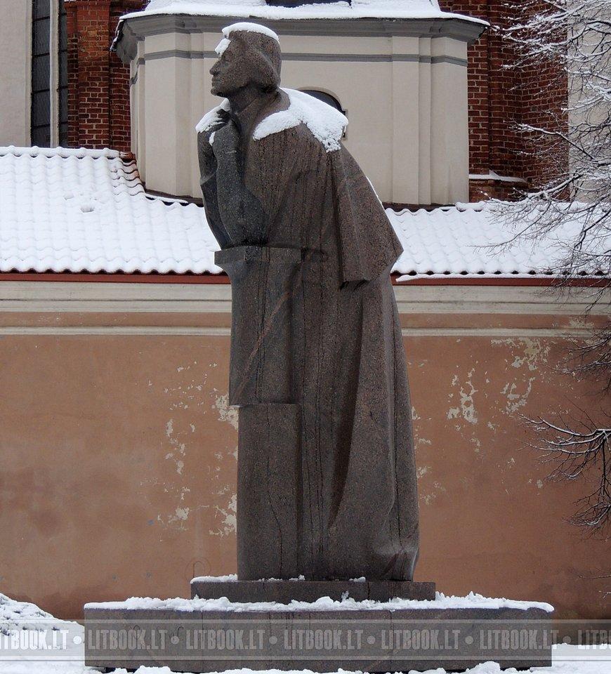 Памятник Адаму Мицкевичу в Вильнюсе