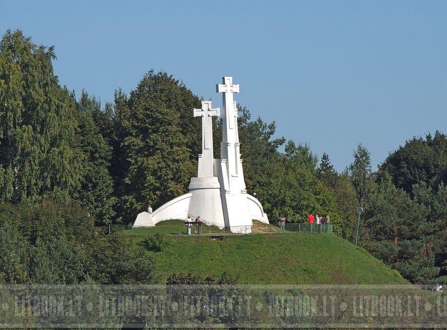 Монумент Три креста Вильнюс лето