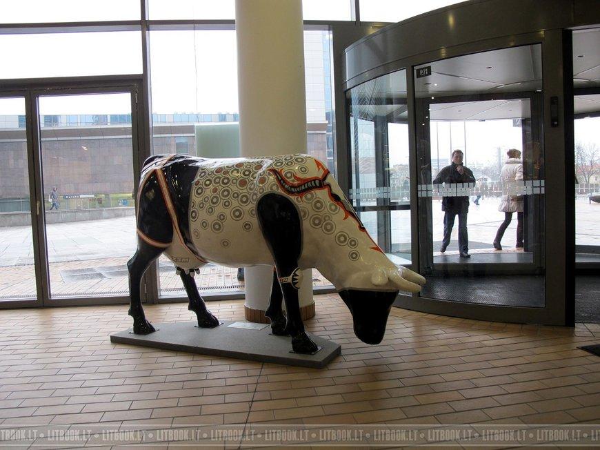 Скульптуры в торговом центре Europa (Европа) в Вильнюсе