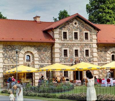 к услугам посетителей - летнее кафе