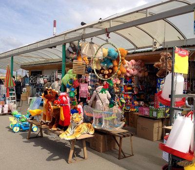 Рынок Гарюнай, вещевые ряды