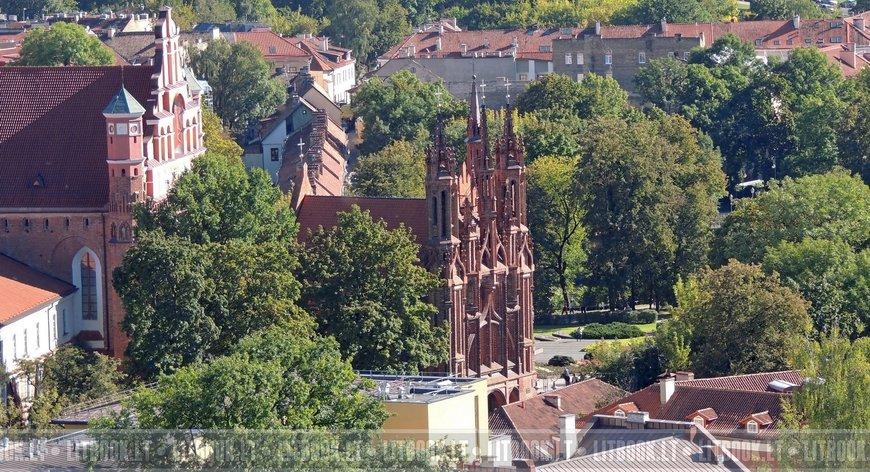 Костёл Святой Анны, летнее фото с высоты